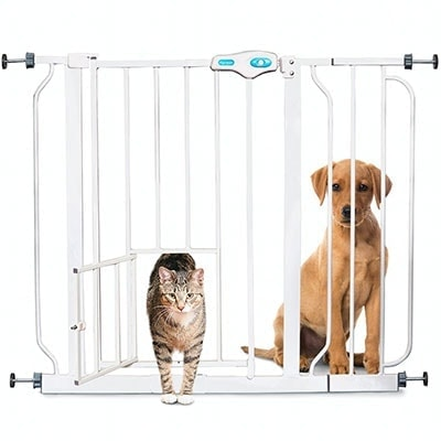Carlson baby gate with pet door suitable for small dogs