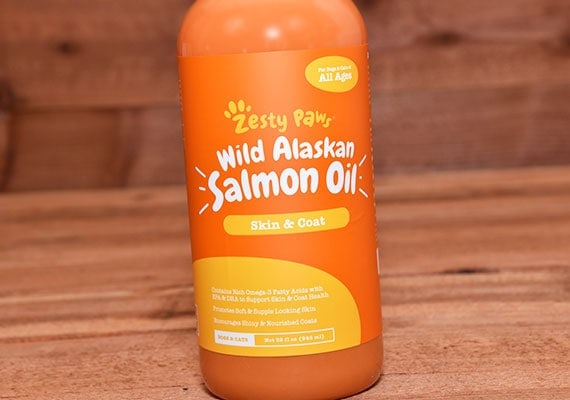 Close up on bottle of zesty paws winner of best salmon oil for dogs