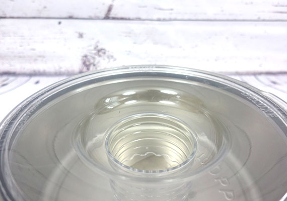 No-spill dog bowl with lid to contain water